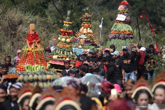 Ritual sesaji di lereng Gunung Kelud