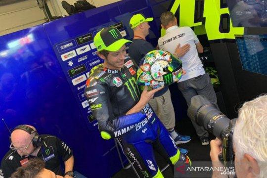 Rossi pakai helm dengan livery spesial di GP San Marino