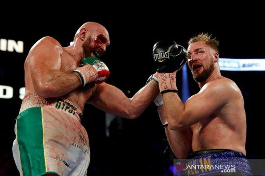 Tyson Fury hantam Otto Wallin di WBC Las Vegas