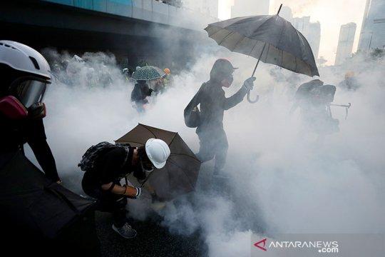Polisi Hong Kong tembakkan gas air mata ke arah pengunjuk rasa