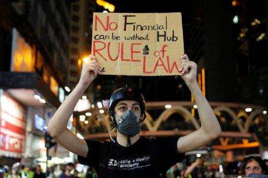 Hong Kong dibersihkan setelah kekacauan menjelang peringatan 1 Oktober