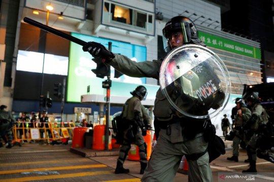 Bom bensin dilempar ke stasiun metro Hong Kong