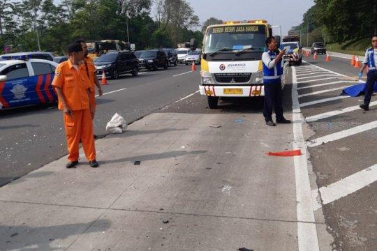 Kecelakaan tunggal di Tol Jagorawi akibat pecah ban