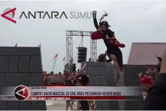 Lompat batu massal di Sail Nias pecahkan rekor Muri (video)