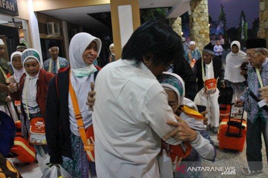 Haji kloter 97 Debarkasi Surakarta tiba di Tanah Air