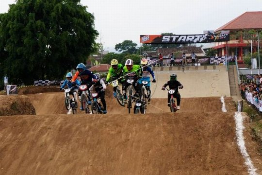 Kejuaraan Indonesian BMX 2019 Page 2 Small
