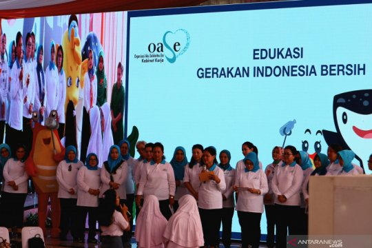 Ibu Negara sosialisasi Gerakan Indonesia Bersih ke seribuan siswa