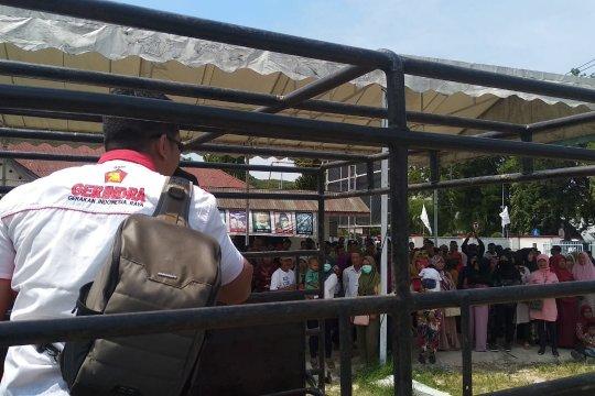 Puluhan orang demo Kantor DPD Gerindra di Padang, tolak ketetapan DPP soal pimpinan DPRD