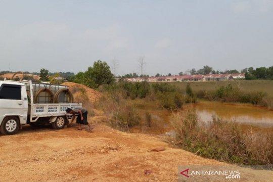 Pedagang jual air dari limbah bauksit di Tanjungpinang