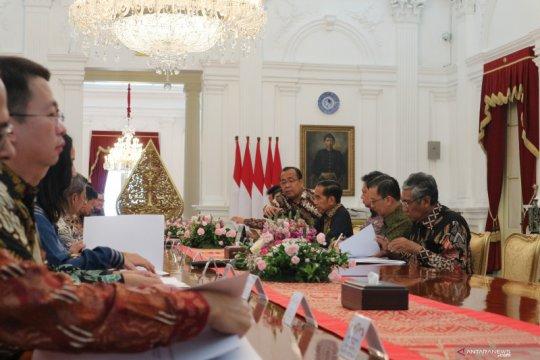 Presiden Jokowi harap pengusaha tekstil berhati-hati terkait resesi