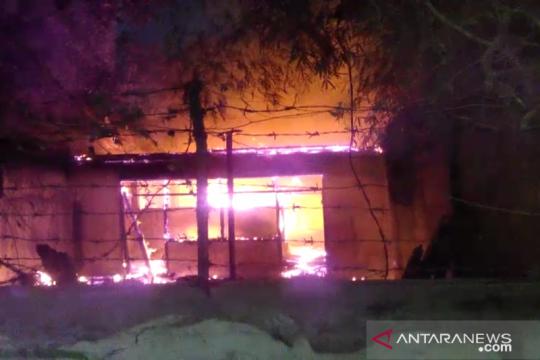Rumah pengidap gangguan jiwa di Kalideres dilalap si jago merah
