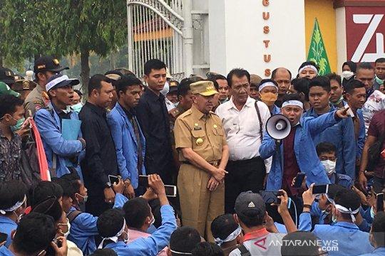 Seratusan Mahasiswa desak Gubernur Riau cabut izin pembakar hutan