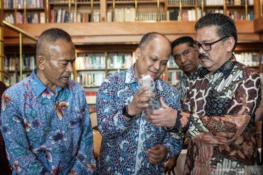 Anugerah Bapak Kemerdekaan Pers Indonesia untuk BJ Habibie