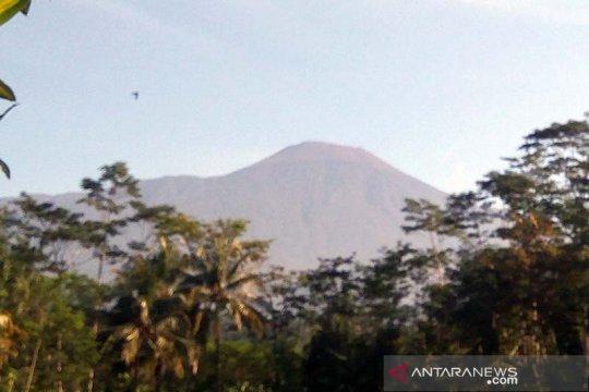Surono: Peningkatan aktivitas Gunung Slamet tidak perlu dikhawatirkan
