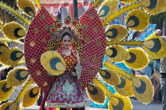 Karnaval batik Page 1 Small