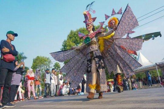 Karnaval batik Page 2 Small