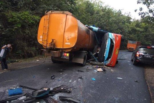 Kecelakaan bus dan truk tangki di Way Kanan, 8 orang tewas