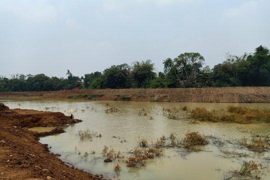 Jelang musim hujan, lima eksvator perdalam Waduk Pondok Ranggon