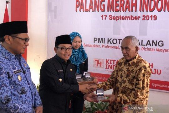 Sebanyak 29 pendonor darah asal Kota Malang terima cincin emas