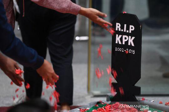 """Revisi UU KPK disahkan DPR, pegawai adakan """"pemakaman KPK"""""""