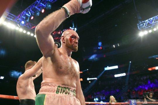 Dapatkan 40 jahitan, Tyson Fury siap 'perang' dengan Wilder