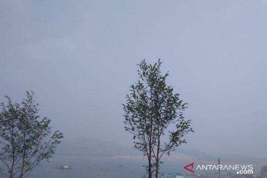 Pulau Tambelan Bintan diselimuti kabut asap