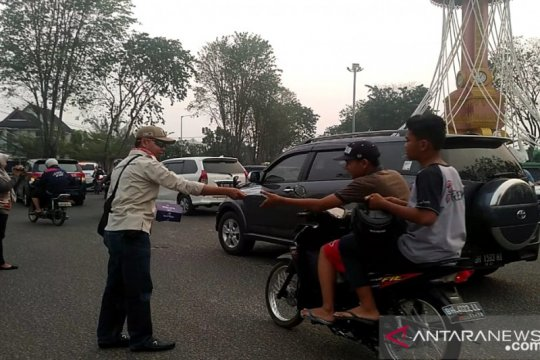 IJTI Jambi bagikan 2.000 masker kepada pengendara, atasi asap karhutla