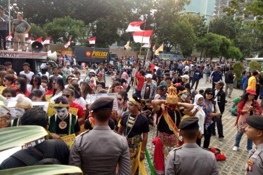 Massa aksi dukung pimpinan KPK terpilih segera dilantik