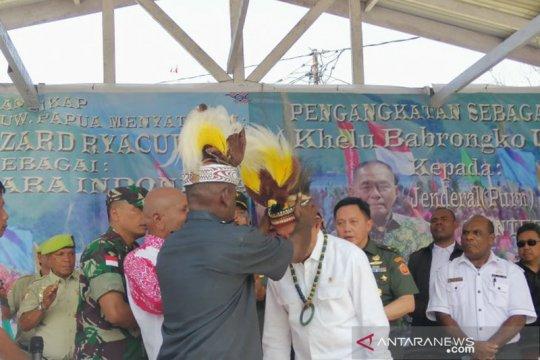 """Ryamizard diangkat sebagai anak adat """"Babrongko Umandrow"""" Papua"""