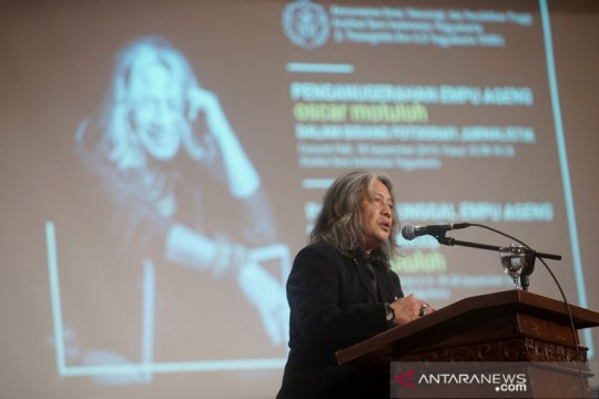 "Oscar Motuloh terima gelar ""Empu Ageng"" dari ISI Yogyakarta"