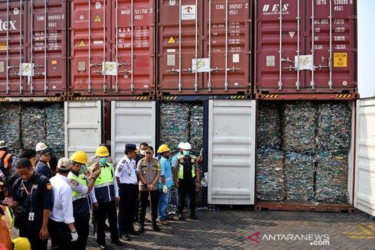 Sebanyak 467 kontainer limbah impor di Batam proses reekspor