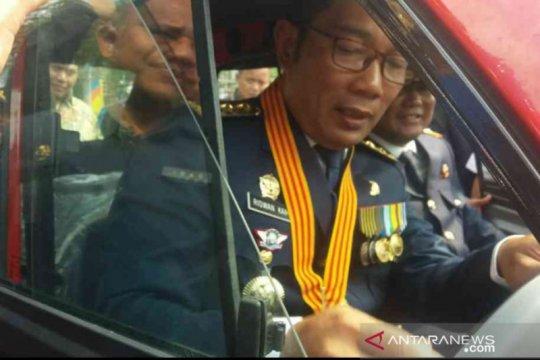 Ridwan Kamil coba mobil kancil di Bekasi