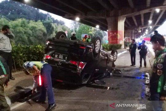 Polisi nyatakan pengemudi mobil terguling di Rawamangun selamat