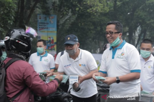 Bencana asap karhutla, karyawan PLN Kalbar bagikan 10.000 masker