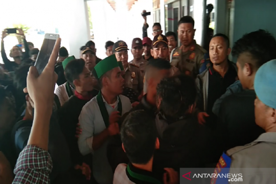 HMI Cabang Kendari unjuk rasa tolak revisi UU KPK