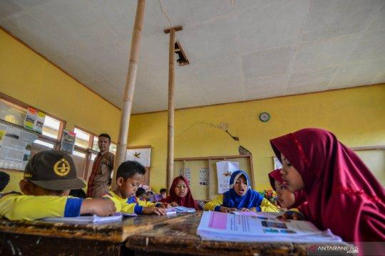 Sekolah rusak di Tasikmalaya