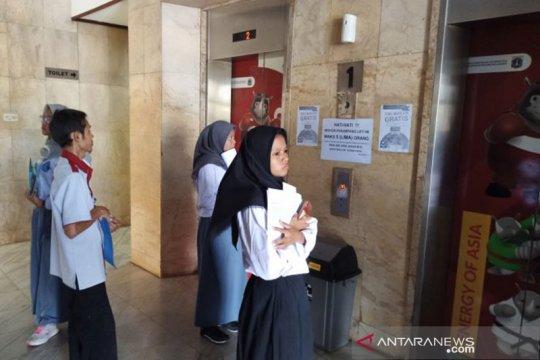 Lift anjlok kantor Walkot Jaktim akibat overload