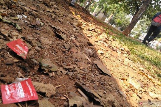 Kondom ditemukan di Taman Tubagus Angke, diduga lokasi prostitusi