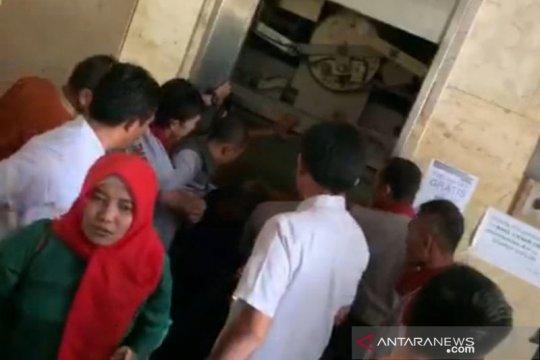 12 anggota PKK terjebak lift Gedung Wali Kota Jaktim