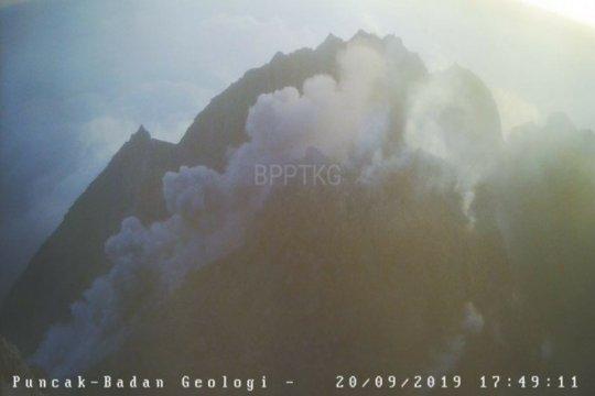 Gunung Merapi mengeluarkan awan panas guguran sejauh 1,5 Km