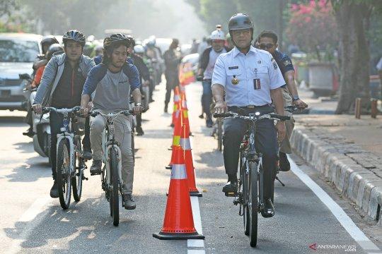 Anies mencoba jalur khusus sepeda di ibu kota