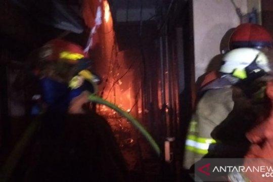 Kebakaran di Jatinegara hanguskan 129 rumah