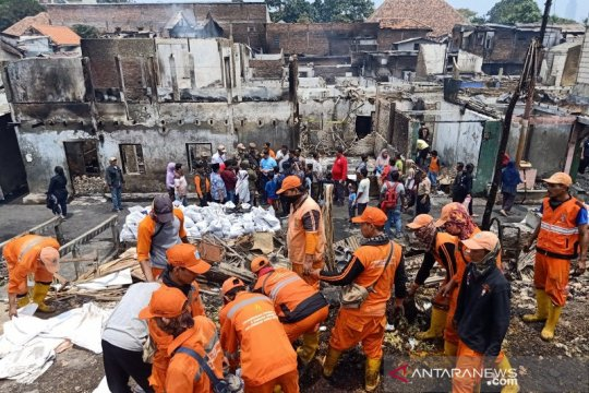 Tiga warga Jatinegara terluka saat kebakaran