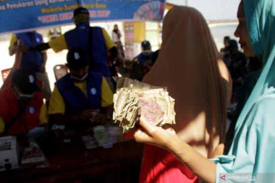 Di Sumba, warga desa ini antusias tukar uang lusuh hingga Rp200 juta