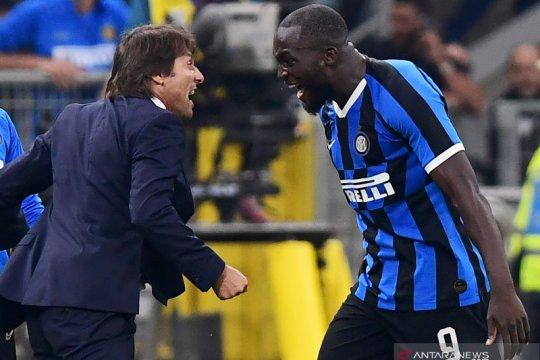Bungkam AC Milan 2-0 Inter depak Juve dari puncak klasemen