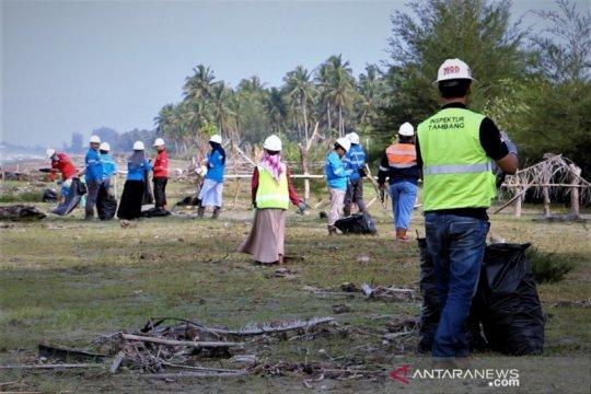 1,9 ton sampah dikumpulkan saat hari kebersihan dunia di Aceh Barat