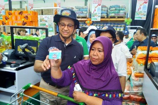 Anies sebut JakGrosir bantu kesetaraan harga di Kepulauan Seribu