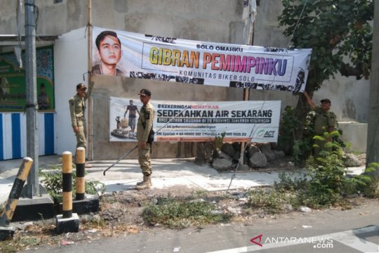 Berita politik kemarin, spanduk Gibran hingga kegiatan Wapres