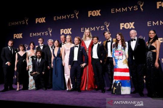 Emmy Award digelar virtual, selebritas tampil dari kamar pakai piyama?