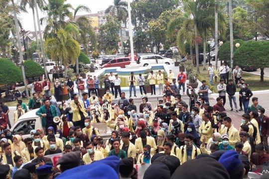 Ratusan mahasiswa tolak pengesahan RUU KUHP di DPRD Sumbar